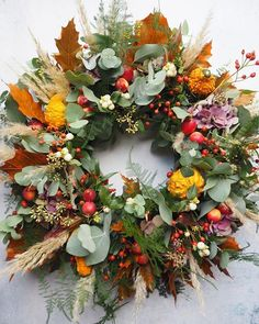 I love how a door wreath isn't just for Christmas anymore. Its so welcome at anytime of the year, especially autumn. This Autumn door wreath is filled with beautiful seasonal leaves, squashes and berries. Homemade Christmas Wreaths, Xmas Wreaths, Door Wreaths, Fall Classroom Decorations, Halloween Flowers, Autumn Wreaths For Front Door, Fall Flower Arrangements, Fall Flowers, Diy Wreath