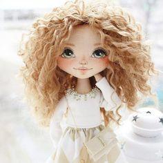 Эта последняя фотография на сегодня, честно-честно! Девочка с портретным сходством была создана на заказ для одной красотки и уже едет к ней! Спасибище вам огромное за чудесные комплименты нам! Я счастлива и уже творю новых красавиц! А еще скоро скоро, я надеюсь, я покажу несколько свободных куколок которые можно будет купить!