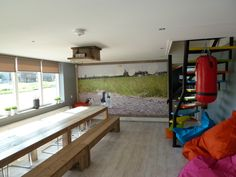 Een voorbeeld van hoe je onze tuindoeken ook binnen kunt gebruiken als wanddecoratie. Hiermee ontstaat hetzelfde effect als bij fotobehang, met het verschil dat kwaliteit van het materiaal beter is en makkelijker is te bevestigen en te verwijderen.