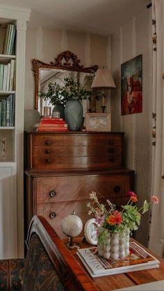Eclectic Living Room, Living Room Decor, Bedroom Decor, Eclectic Decor, Vintage Home Decor, 1940s Home Decor, Aesthetic Room Decor, Living Room Inspiration, My New Room