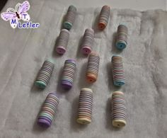 Striped tube beads made with extruder.  Detailed pictures in Spanish.  #Polymer #Clay #Tutorials
