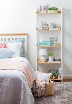 6 veladores no convencionales para redecorar tu pieza repisa escalera estante home Homy