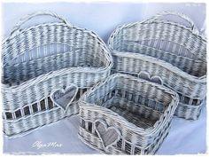Recycle Newspaper, Newspaper Basket, Front Door Decor, Recycled Crafts, Flower Basket, Hanging Baskets, Bohemian Decor, Basket Weaving, Kos