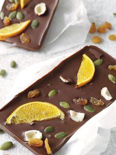 Tableta-de-chocolate-naranja-y-frutos-secos