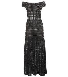 Alexander McQueen - Strickkleid - Alexander McQueen verleiht diesem langen Strickkleid aus der aktuellen Laufstegkollektion durch einen modernen Schwarz-Weiß-Look in Kombination mit der femininen und lässigen Strick-Optik eine kontrastreiche Ästhetik. Die skulpturale, schulterfreie Silhouette mit schmaler Taille und schwingendem Rock komplettiert die Kreation mit einem künstlerischen Gesamteindruck. seen @ www.mytheresa.com