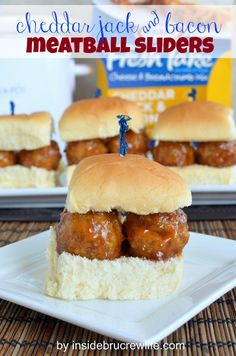 Cheddar Jack and Bacon Meatball Sliders - easy chicken, cheese, and bacon meatballs.  Perfect game day food!  http://www.insidebrucrewlife.com