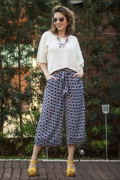 Even though not every body is made for every style, wide leg pants are incredibly comfy. Urban Fashion, I Love Fashion, Girl Fashion, Fashion Looks, Fashion Outfits, Fashion Trends, Fashion Edgy, Womens Fashion, How To Style Culottes