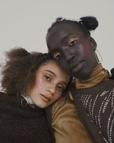 In the current Material Magazine issue photographer Nadine Ijewere and her team celebrate the beauty of natural hair. Portrait Photography, Nature Photography, Fashion Photography, Black Photography, Poses, Mono Mini, Pretty People, Beautiful People, Afro