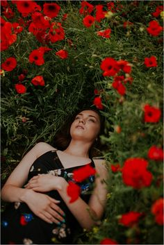 Beautiful Poppy Fields- Fashion and Bridal Inspiration Poppy Photography, Photography Photos, Creative Photography, Photography Flowers, Ootd Poses, Merci Marie, Photo Series, Aesthetic Pictures, Poppies