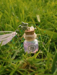 Fairy Wings necklace. Link is gone in this, but I know I can make it anyhow. And I know just who would appreciate it! :D @Mindy Burton Turner.