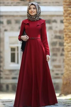 Simple plain flare abaya is one of the modest Muslim girl's fashions that can groom up their gorgeou Islamic Fashion, Muslim Fashion, Modest Fashion, Simple Hijab, Hijab Style Dress, Modele Hijab, Muslim Dress, Islamic Clothing, Abaya Fashion