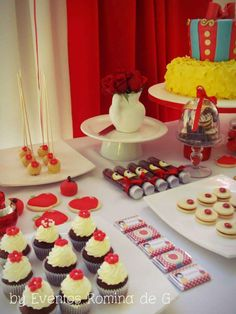 Snow White Birthday Party Ideas | Photo 2 of 7 | Catch My Party