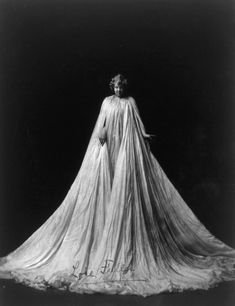 1896-1905 Loie Fuller The spectacular displays of a dance pioneer