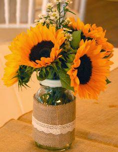 Sunflowers and burlap. #brandywinemanorhouse #BMHbride