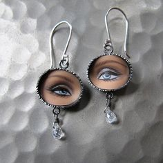 Would you wear these bizarre jewelry items made by Brooklyn artist Margaux Lange? They are made of chopped up pieces of Barbie dolls. Barbie Doll Head, Steampunk Crafts, Head Jewelry, Creepy Dolls, Doll Parts, Jewelry Making Tutorials, Diy Earrings, Wearable Art, Jewelery