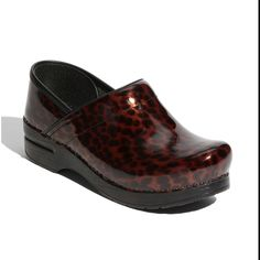 Danskos - best shoes for nurses    Totally want these but only if blue and black