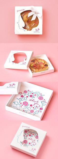 PUNKATURE 7周年記念ノベルティ ヘアサロンPUNKATUREの7周年記念ノベルティとして、チョコレートタブレットのボックスを制作しました。オーナーからお客さまへの感謝の気持ちを表すとともに、ヘアサロンで髪を整えた時のワクワク感も表現しています。 Cake Packaging, Food Packaging Design, Packaging Design Inspiration, Brand Packaging, Branding Design, Self Promotion Design, Soap Packing, Self Branding, Promotional Design