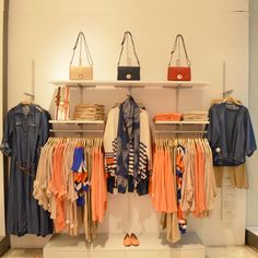 Visual merchandising is often regarded as a mix of art and science, so it can be a complex task. Here are a list of ideas for Boutique Displays and Visual Merchandising Clothing Boutique Interior, Boutique Decor, Boutique Displays, Visual Merchandising Displays, Visual Display, Clothing Store Displays, Pharmacy Design, Store Layout, Retail Store Design