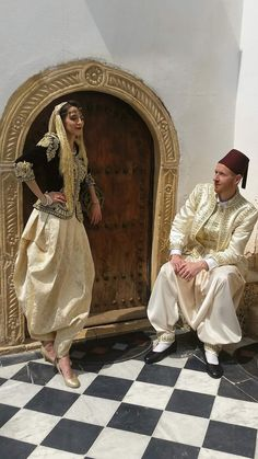 Algerian couple in traditional clothes Arab Fashion, Fashion Art, Middle Eastern Men, Hijab Wedding Dresses, Marriage Dress, Afghan Dresses, Perfect Beard, Moroccan Caftan, Beard Lover