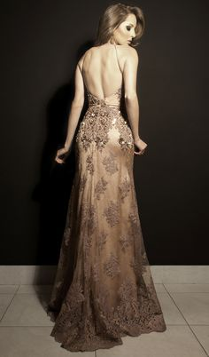 Decote das costas do vestido nude rosé com bordados em arabescos. Cabelo @janainamendes2014 make @camilacamposmakeup by @diamantrougebeleza #estiloluciafranco #luciafranco #couture #altacostura