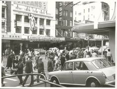 New Zealand - Queen Street, Auckland - Pedestrians crossing the road in every direction on Queen Street New Zealand Cities, Visit New Zealand, Old Images, Old Photos, Nz History, Photo Record, Wellington New Zealand, Auckland New Zealand, Historical Pictures