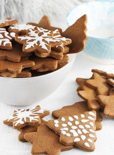 Pierniczki świąteczne z miodem Christmas Sweets, Christmas Cooking, Holiday Desserts, Baking Recipes, Cake Recipes, Cake Cookies, Healthy Cooking, Gingerbread Cookies, Sweet Recipes