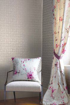 Nina Campbell / Fabric for blinds, cushions, upholstery, drapes/ available in more colors - tessuto floreale per tende, cuscini e tappezzeria