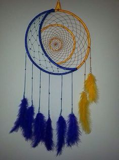 Dreamcatcher blue & yellow with sun & moon design Love the idea! Maybe rework it and throw some maori flair into it, and it'd make an awesome tattoo! Los Dreamcatchers, Moon Dreamcatcher, Dreamcatcher Design, Dream Catcher Craft, Making Dream Catchers, Dream Catcher Mobile, Dream Catcher Tutorial, Beautiful Dream Catchers, Diy And Crafts
