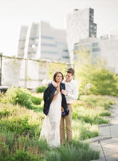 Photography: Alicia Swedenborg - http://www.stylemepretty.com/portfolio/alicia-swedenborg   Read More on SMP: http://www.stylemepretty.com/2015/08/19/elegant-nyc-high-line-engagement-session/