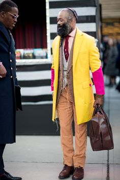 The Street Style Crowd Wore Pops of Orange at Milan Men's Fashion Week Milan Men's Fashion Week, New York Fashion, Street Fashion, Men Street, Street Style Women, Street Styles, Street Outfit, Street Wear, Street Clothes