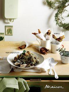 겨울 해초에는 칼슘과 철분, 요오드 등의 무기질이 풍부하다. 일본의 장수 마을 오키나와의 식탁에는 늘 해초가 올라가고 영국에서도 최근 영양학적 가치가 높은 해초를 고급 식재료로 사용하기 시작했다. 겨울의 영양 덩어리 해초로 만드는 다섯 가지 요리를 소개한다.