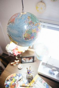 A DIY pendant tutorial that makes it look easy! DIY Globe Pendant Light by Delightfully Tacky, via Flickr