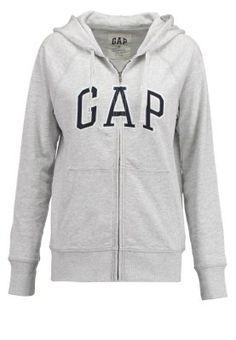 Eine schlichte Sweatjacke mit auffälligem Labelstitching. GAP Sweatjacke - grey für 44,95 € (09.10.15) versandkostenfrei bei Zalando bestellen.