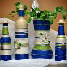 Obiecte decorative realizate din trei accesorii simple: sfoara, sticle de sticla si lipici