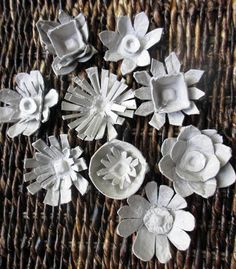 egg carton flowers by janelafazio/ many great tutorials on different art projects Egg Carton Art, Egg Carton Crafts, Egg Cartons, Flower Crafts, Diy Flowers, Paper Flowers, Easter Crafts, Crafts For Kids, Arts And Crafts