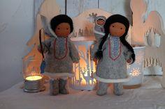 Inuitfamilie neu 2016 by Zwergenwelt Diy Teepee, Eskimo, Native American Dolls, Woodland Christmas, Christmas Decorations, Christmas Ornaments, Flower Fairies, Reggio Emilia, Waldorf Dolls