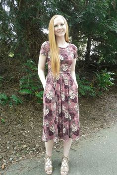 7 Amazing Spring and Summer Outfits to pack now Short sleeve fit and flare purple dress The Best of street fashion in Modest Dresses, Modest Outfits, Modest Fashion, Fashion Dresses, Summer Dresses, Star Fashion, Love Fashion, Fashion Looks, Womens Fashion
