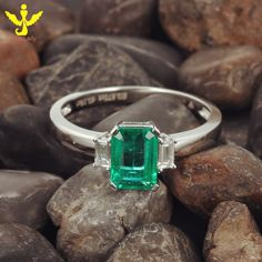 DISCOUNTS 100% Natural 18K Solid White Gold Diamond Emerald Ring Anniversary/Engagement/Gift/Party/Wedding, View Gold Ring, First Lady Product Details from Guangzhou First Lady Jewelry Co., Ltd. on Alibaba.com