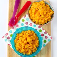 butternut squash baby food If you are looking for ways to get some vegetables into your kids food, then this delicious Butternut Squash Mac and Cheese recipe is for you! Great for toddlers and baby weaning too! Healthy Toddler Meals, Toddler Snacks, Kids Meals, Vegitarian Meals For Kids, Healthy Recipes For Toddlers, Vegetarian Kids Recipes, Food For Kids, Toddler Finger Foods, Healthy Lunches