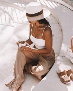 vacation outfits beach women, vacation outfits beach what to wear, cute vacation outfits beach womens fashion Look Fashion, Fashion Outfits, Womens Fashion, 80s Fashion, Korean Fashion, Girl Fashion, Spring Summer Fashion, Spring Outfits, Winter Fashion