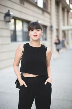 The French blogger Pauline wearing a Tara Jarmon black outfit. #tarajarmon #black #outfit #blogger #croptop