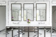 Architecture and interior design by Alisberg Parker Architects.