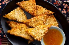 Prawn toast is incredibly easy to make yourself and so delicious it's almost criminal! This recipe for prawn toast is prepped in just ten mins too! Chinese Prawn Recipes, Easy Chinese Recipes, Indian Food Recipes, Asian Recipes, Fish Recipes, Prawn Toast Recipe, Salmon Stir Fry, Duck Breast Recipe