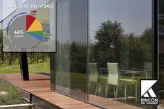 Tipsdeinstalación.  El vidrio claro flotado es transparente o de tonalidad verdosa (contiene oxido de hierro), mientras que el vidrio de color es producido agregando pequeñas cantidades de óxidos metálicos a la mezcla original (óxido de cobalto, selenio, etc.) Bajo algunas condiciones variables, es posible percibir una diferencia en la tonalidad de los vidrios instalados en un proyecto particular.