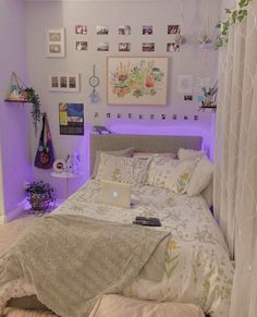 Indie Room Decor, Cute Bedroom Decor, Room Design Bedroom, Room Ideas Bedroom, Indie Bedroom, Bedroom Inspo, Room Ideias, Neon Room, Study Room Decor