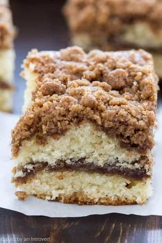 Whip up this easy recipe for Cinnamon Crumb Coffee Cake that is so light and buttery, it& perfect for breakfast! Cinnamon Crumb Coffee will be a hit. Cinnamon Cake Recipes, Easy Cake Recipes, Baking Recipes, Dessert Recipes, Cinnamon Streusel Coffee Cake, Cinnamon Bread, Cinnamon Swirl Cake, Quick Easy Desserts, Cake Recipes From Scratch