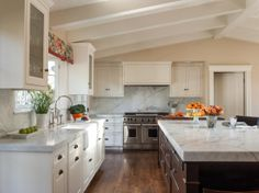 Traditional Island Style Kitchen