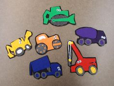 Felt pieces: Construction Vehicles Source: Fun with Friends at Storytime Flannel Board Stories, Flannel Boards, Construction Crafts, Felt Kids, Felt Stories, Flannel Friday, Practical Gifts, Felt Fabric, Baby Play
