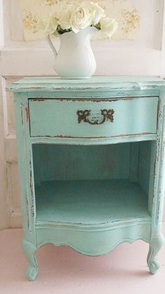 Love this site! She shares free tips on painting tips and decorating vintage style. She buys most of her stuff at thrift shops! www.whitelacecottage.com #paintedfurniture