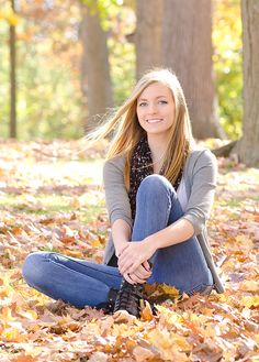 A beautiful 'senior' Senior Portraits Girl, Fall Portraits, Senior Photos Girls, Portrait Poses, Senior Girls, Portrait Photo, Autumn Photography, Girl Photography Poses, Girl Photo Poses